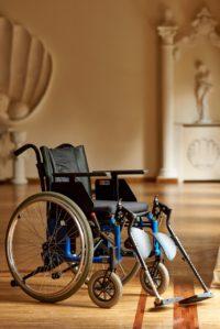 wozek inwalidzki z poziomowaniem nog
